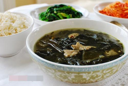 Canh rong biển thịt bò mang phong cách Hàn Quốc