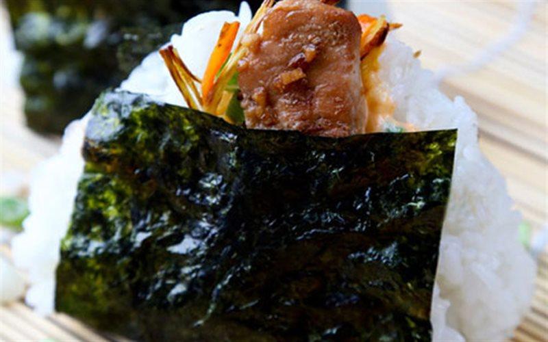Cơm nắm gà cay kiểu Nhật - Green Seaweed